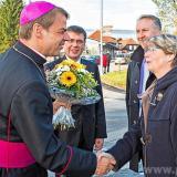 Bürgermeisterin und stellv. Landrat begrüßen den Bischof