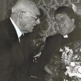 1986 übernimmt Pfarrer Gotthard Weiß (rechts) die Pfarrei von Geistlichem Rat Johann Gröger