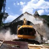 Nachdem im Herbst 2007 der Neubau der Regenhütter Kirche genehmigt wurde,  wird im Frühjahr 2008 die alte Kirche abgerissen.