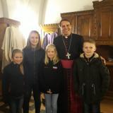 Die Ludwigsthaler/Regenhüttler Ministranten mit Bischof Oster am Visitationstag